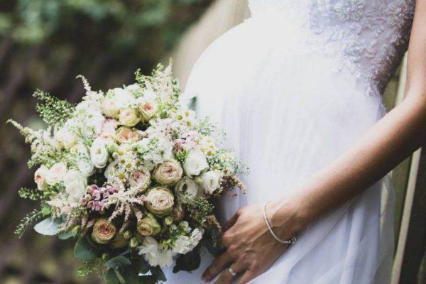 Sposa con il pancione: consigli per foto indimenticabili